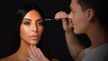 Nueva marca a la vista de la mano de Kim Kardashian
