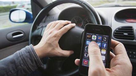 Las distracciones son la causa de uno de cada cuatro accidentes de tráfico