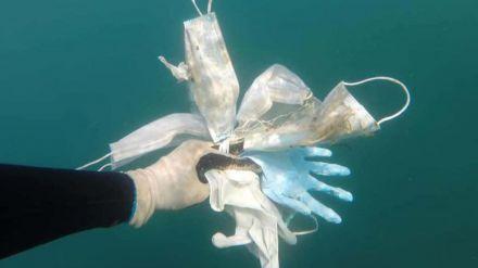 España ha producido desde el inicio de la pandemia más de 1.300 toneladas de plástico solo por las mascarillas quirúrgicas