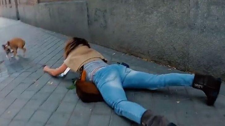 El viral de la semana: ¡María Patiño se cae de bruces en plena calle!