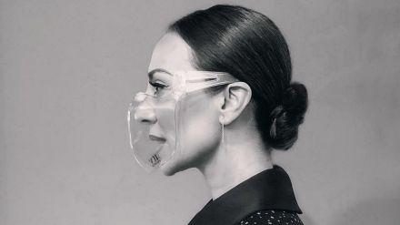 Mónica Naranjo muy criticada en las redes por su mascarilla transparente