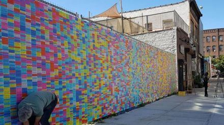 Las 20.000 mentiras de Donald Trump expuestas en un muro de Nueva York
