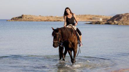 Conoce la Formentera más desconocida: a caballo