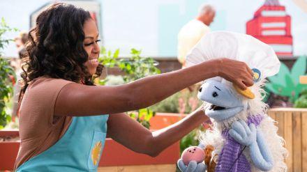Michelle Obama sobre su incursión en Netflix: 'Me hace muchísima ilusión participar en esta serie tan graciosa, reconfortante y mágica'