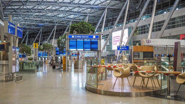 El virus SARS-CoV-2 ha viajado en avión siguiendo las rutas turísticas