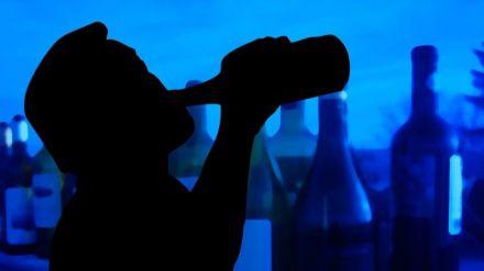 El alcohol es la sustancia más consumida en mayores de 64 años en España