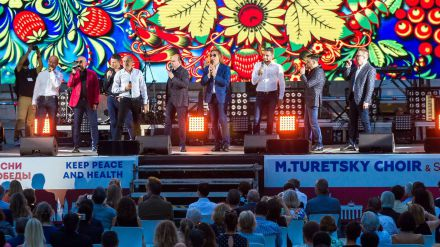 El Coro Turetsky & Soprano levantó al público con sus 'Canciones por la Unidad'