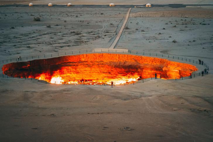 El pozo de Darvaza, la puerta del Infierno en Turkmenistán