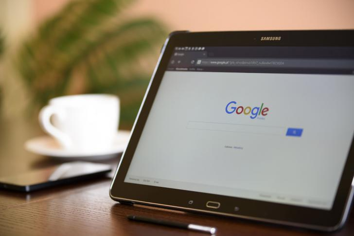 Descubren un juego oculto en el código de Google