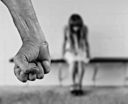 Violada una niña de 4 años en la India mientras se encontraba en la UCI