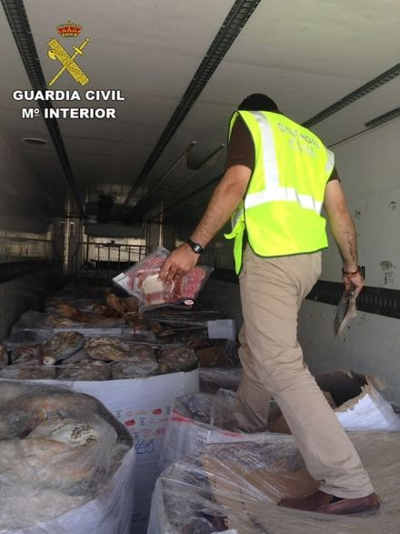 Intervenidos 10.700 jamones y embutidos ibéricos congelados en mal estado